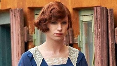 Eddie Redmayne saca su lado más femenino en las nuevas fotos de 'The Danish Girl'