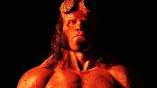 Ron Perlman 'trollea' elegantemente el 'reboot' de 'Hellboy' con un 'meme' de 'El reportero'