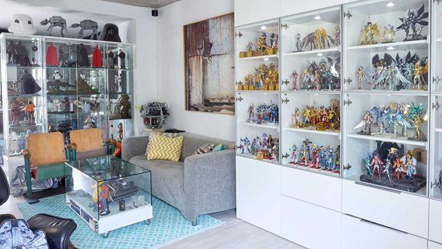 El mundo del coleccionista de 'merchandising': ¿Cómo es comer encima de un valioso Delorean?