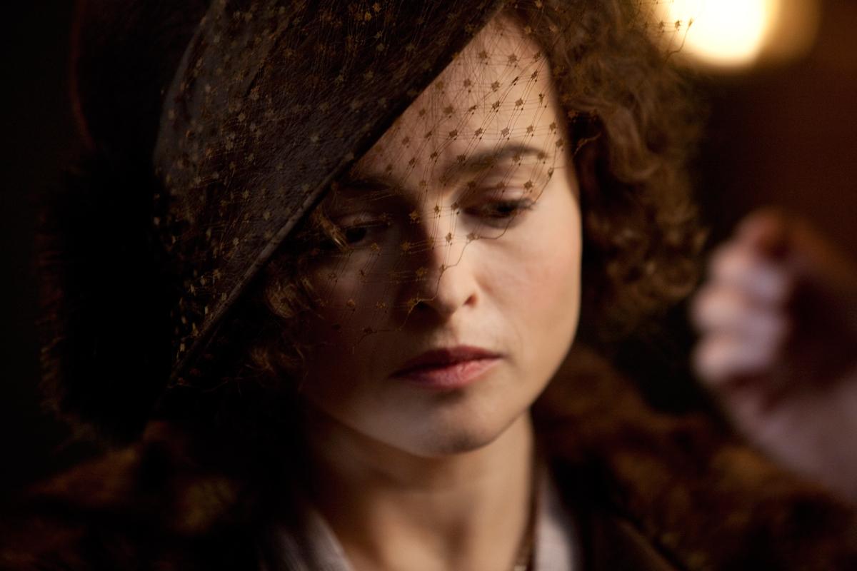 Helena Bonham Carter desnuda integral en Las alas de