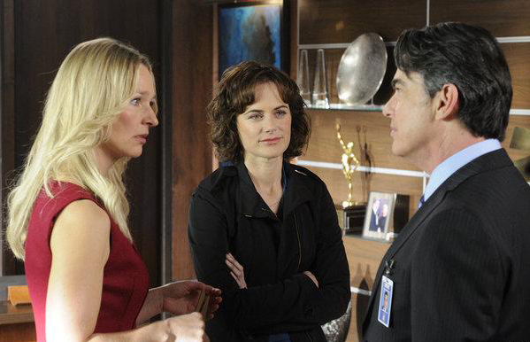 Foto Kari Matchett, Peter Gallagher, Sarah Clarke