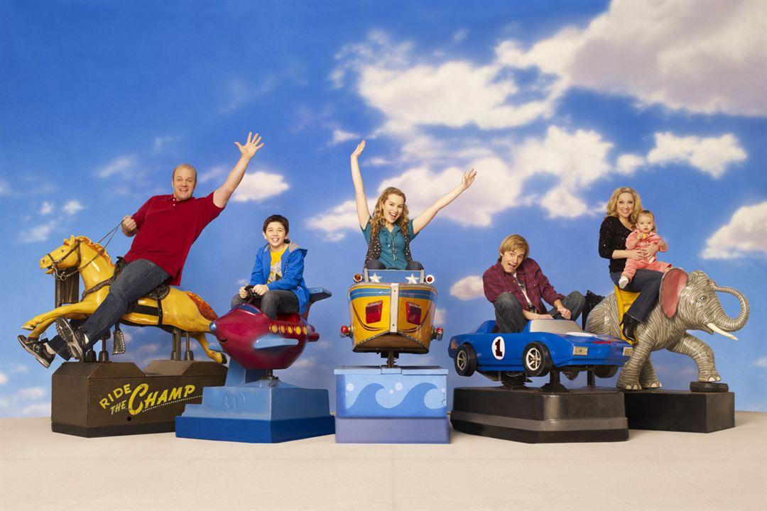 ¡Buena suerte, Charlie! : Foto Bradley Steven Perry, Bridgit Mendler, Eric Allan Kramer, Jason Dolley, Leigh-Allyn Baker