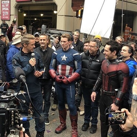 Robert Downey Jr. dando un discurso de despedida