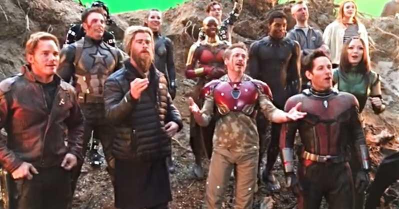 Cantando el cumpleaños feliz a 'Iron Man' (2008)