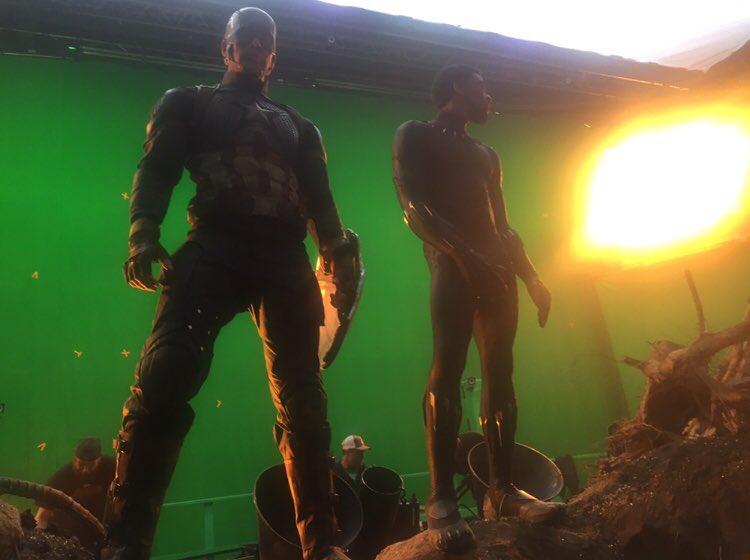 Chris Evans y Chadwick Boseman, a punto de entrar en batalla