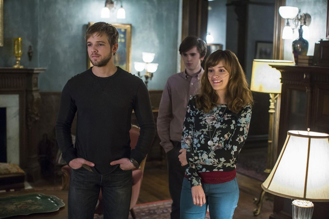 Foto Freddie Highmore, Max Thieriot, Olivia Cooke