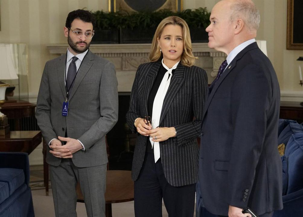 Foto Arian Moayed, Mike Pniewski, Tea Leoni