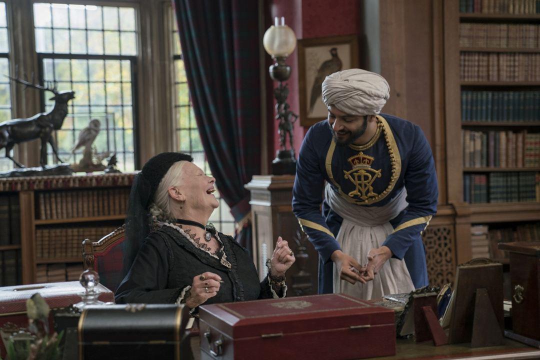 La reina Victoria y Abdul : Foto Ali Fazal, Judi Dench