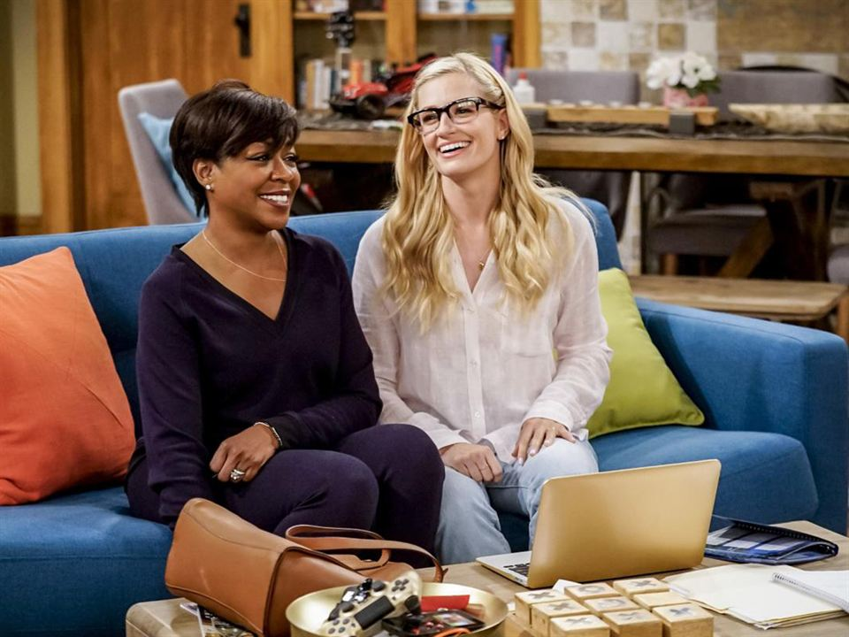 Foto Beth Behrs, Tichina Arnold