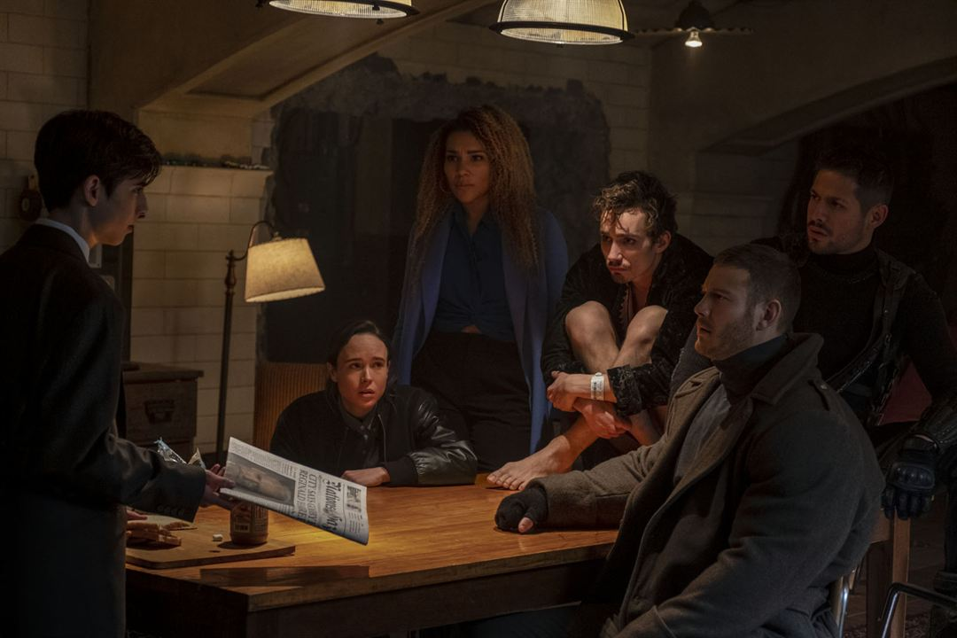 Foto Aidan Gallagher, David Castañeda, Ellen Page, Emmy Raver-Lampman, Robert Sheehan