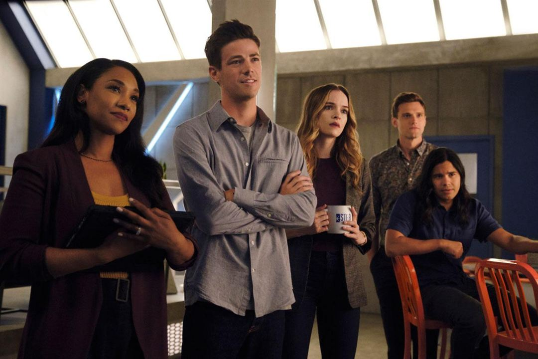 Foto Candice Patton, Carlos Valdes, Danielle Panabaker, Grant Gustin, Hartley Sawyer