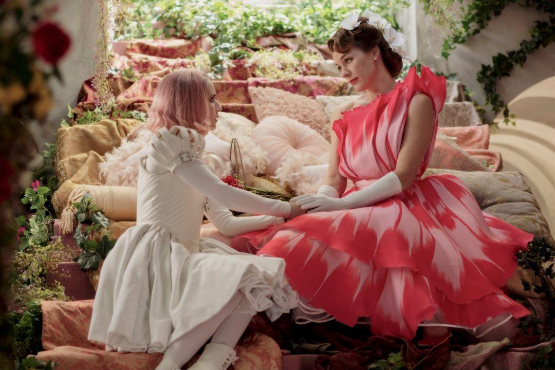 Paradise Hills : Foto Emma Roberts, Milla Jovovich