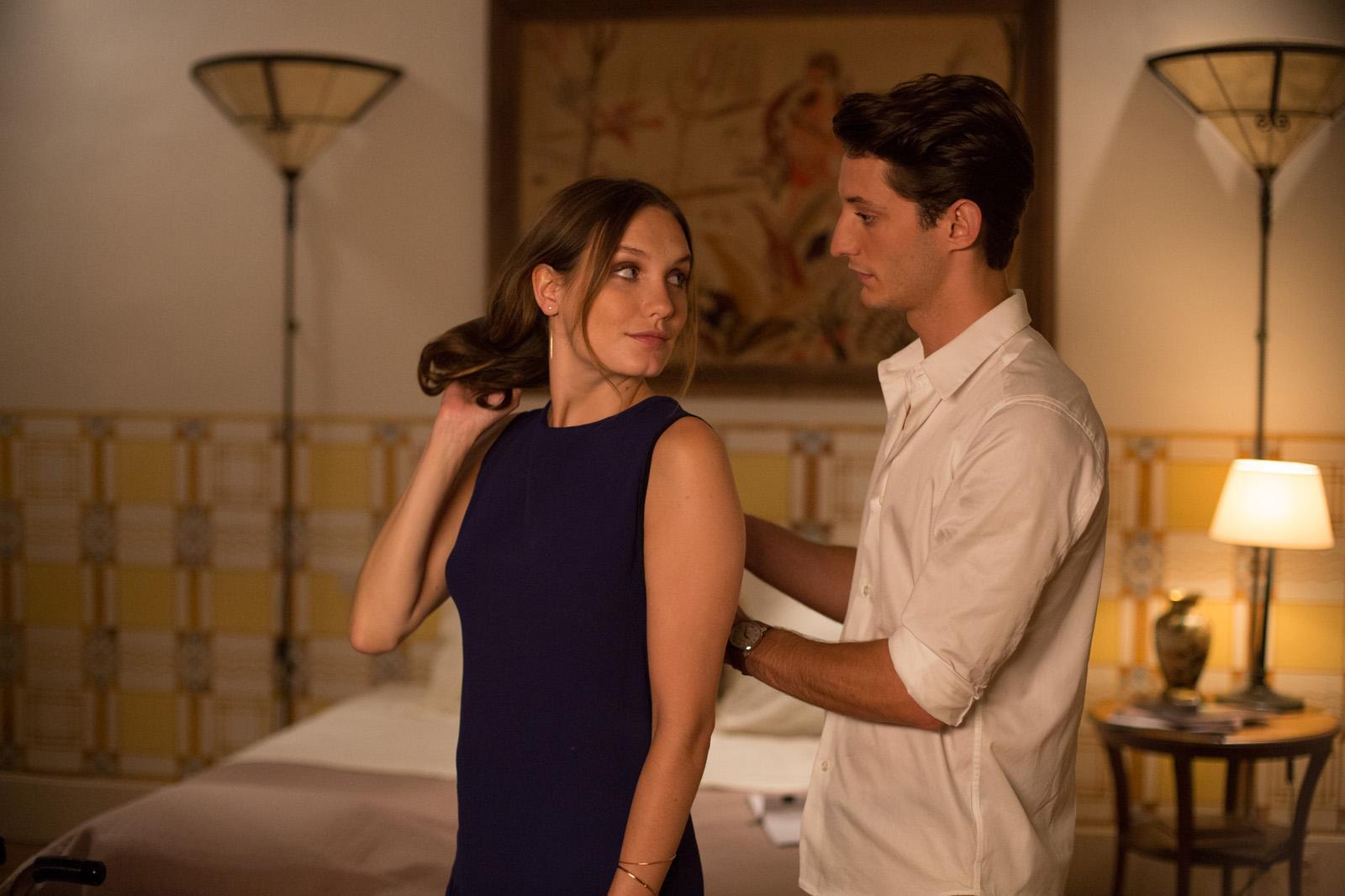 Pierre Niney y Ana Girardot en El hombre perfecto