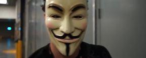 Henry Cavill acude a la Comic Con disfrazado de 'V de Vendetta' y sorprende a Will Smith