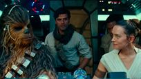 Rey, Poe, Finn y Chewbacca, a bordo del Halcón Milenario para anunciar la preventa de 'Star Wars: El ascenso de Skywalker'
