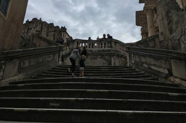 Las escaleras del 39 septo 39 realidad vs ficci n los sets for Escaleras juego de tronos