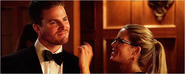 'Arrow': Oliver y Felicity se besan en la nueva promo de la tercera temporada