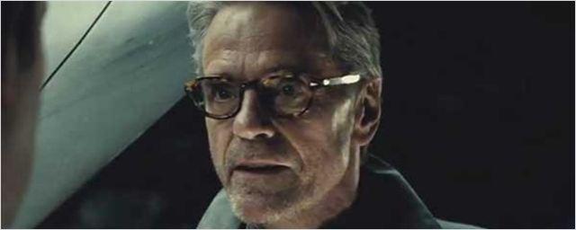 'Batman v Superman': Jeremy Irons cree que la película se merece las malas críticas