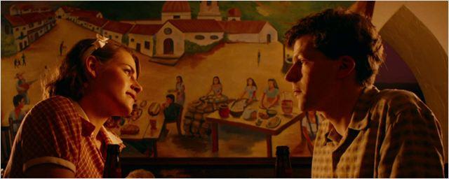 'Café Society': Jesse Eisenberg intenta enamorar a Kristen Stewart en este adelanto EXCLUSIVO en español