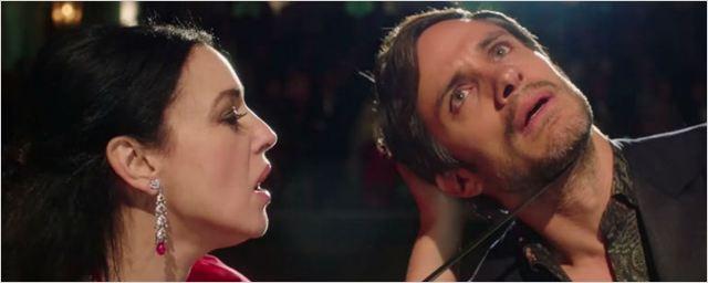 'Mozart In The Jungle': Monica Bellucci le corta la coleta a Gael García Bernal en el tráiler de la tercera temporada