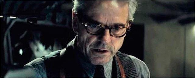 'Batman v Superman': ¿En quién se inspiró Jeremy Irons para hacer de Alfred Pennyworth?