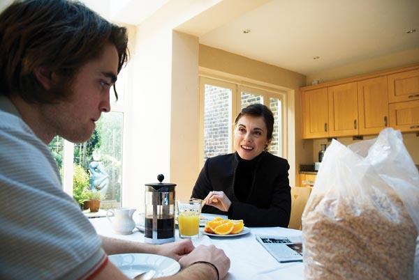 How to Be : Foto Oliver Irving, Rebecca Pidgeon, Robert Pattinson