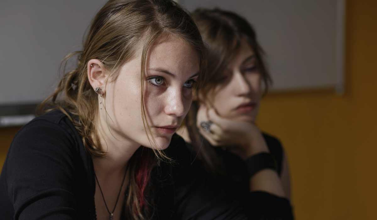 Des filles en noir: Léa Tissier, Elise Lhomeau
