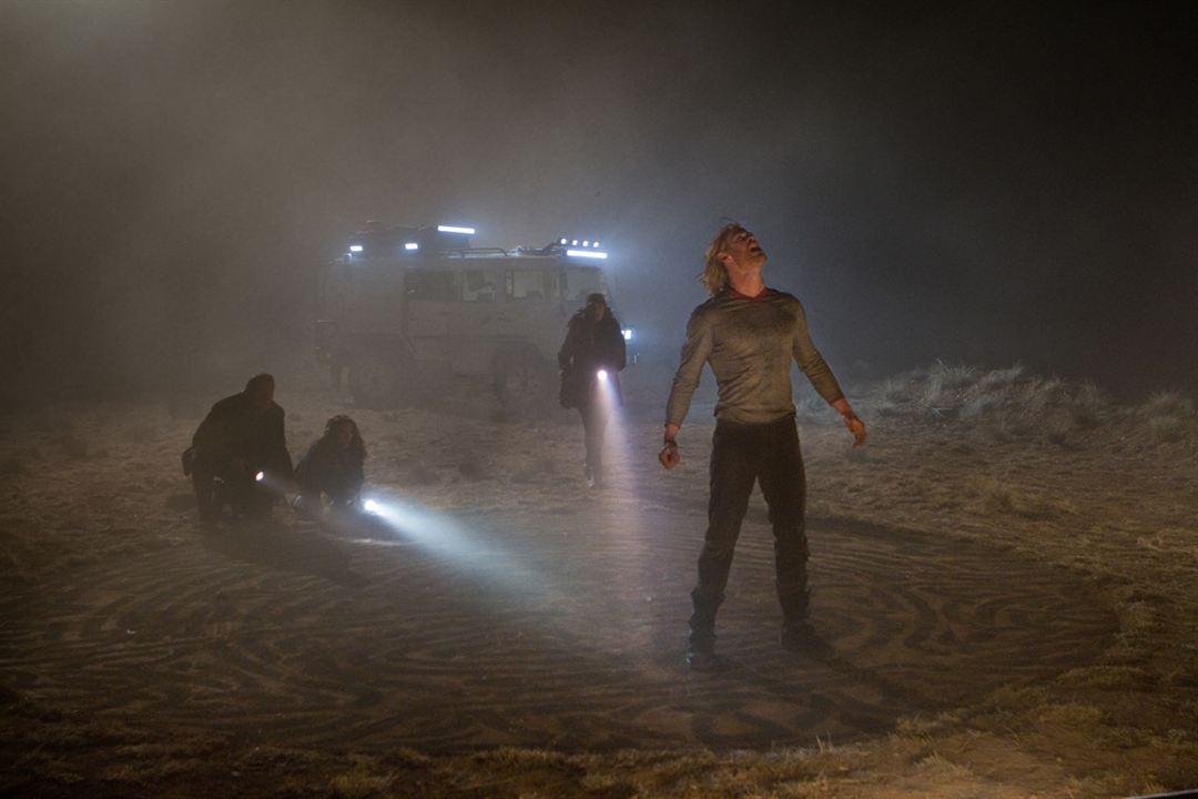 Thor: Kat Dennings, Stellan Skarsgård, Chris Hemsworth, Natalie Portman
