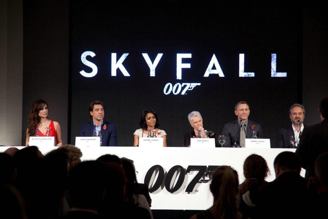 Skyfall : Couverture magazine Bérénice Marlohe, Daniel Craig, Javier Bardem, Judi Dench, Naomie Harris