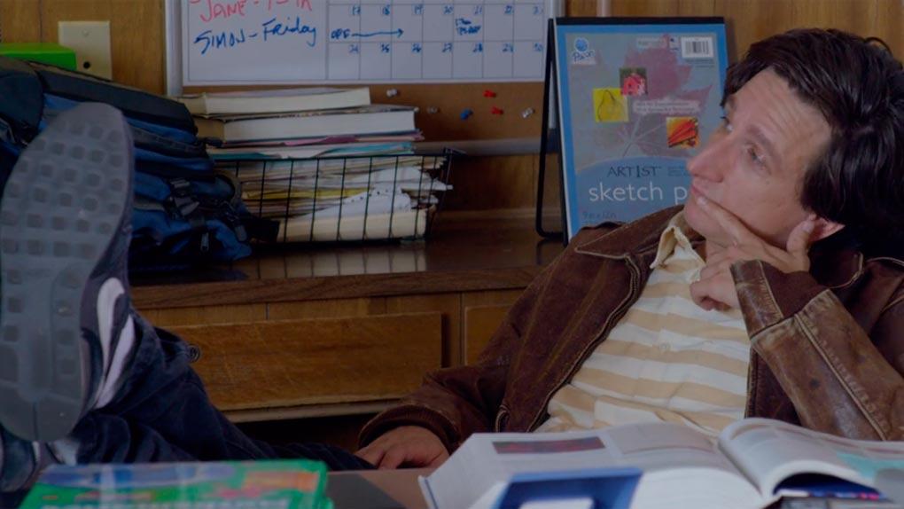 Profesor de una estrella infantil de la televisión , como Gus en 'Love'