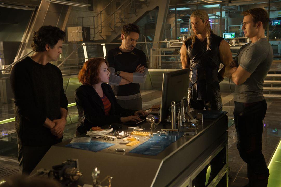 Vengadores: La era de Ultrón: Robert Downey Jr., Chris Hemsworth, Mark Ruffalo, Scarlett Johansson, Chris Evans