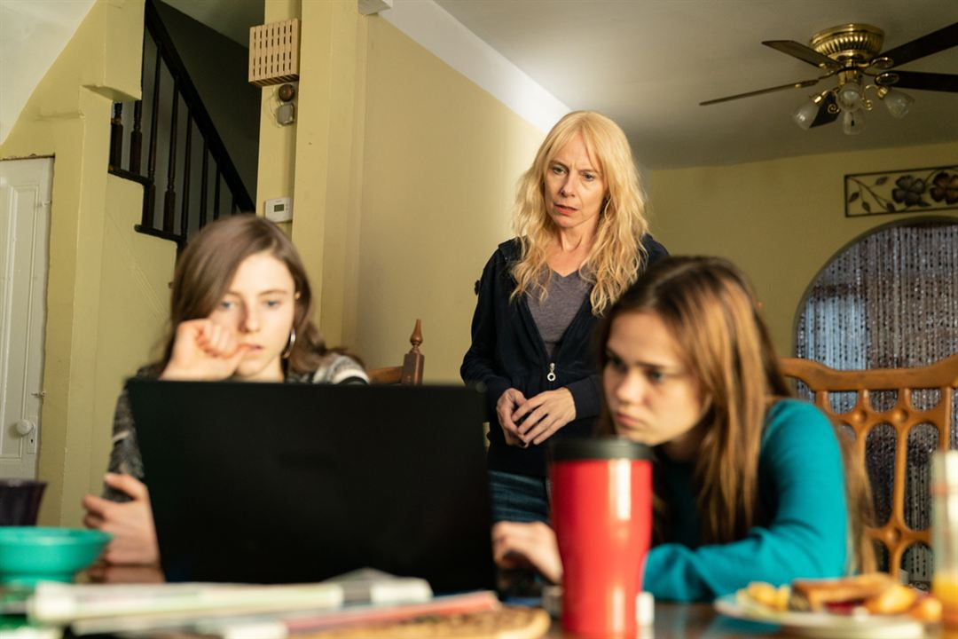 Chicas perdidas: Amy Ryan, Thomasin McKenzie, Oona Lawrence